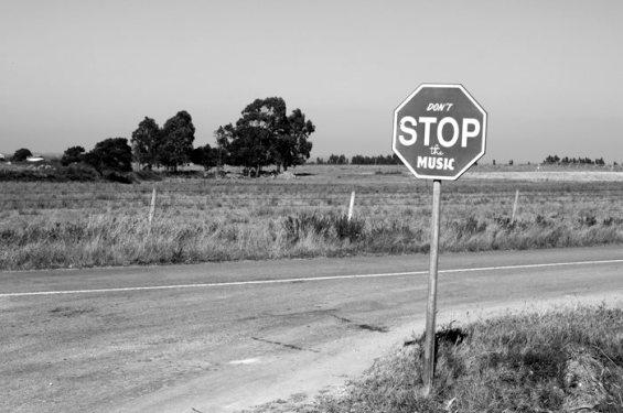 Знакот СТОП во неколку симпатични варијанти
