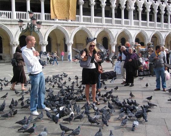 """Чудни закони кои ги """"олеснуваат"""" паричниците на неинформираните туристи"""