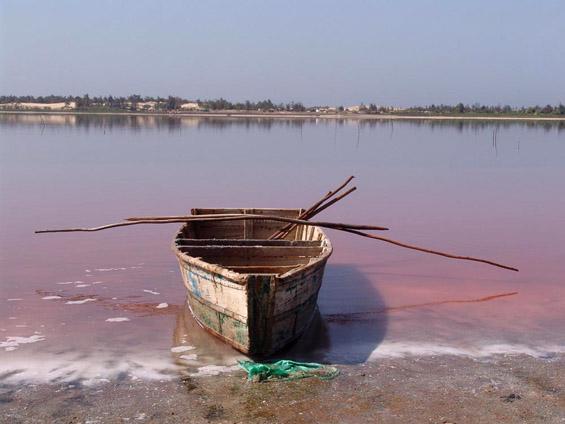 Розовото езеро Ретба