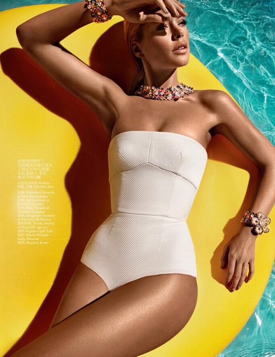 Летото пристигна со жешката моделка Дуцен Круз