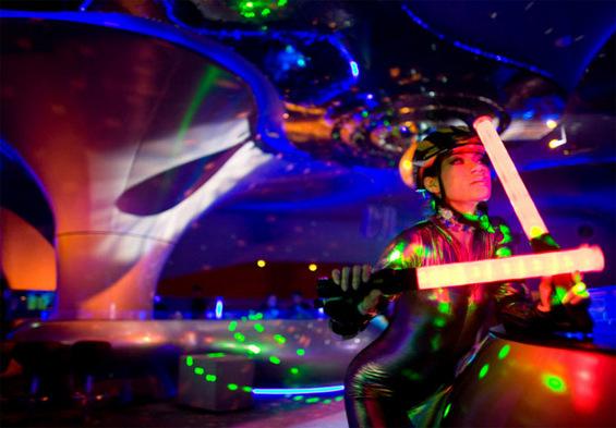 Футуристички ноќен клуб за журки од фантазијата