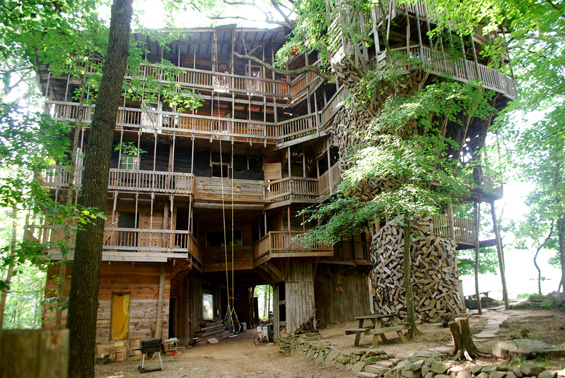Свештеничката куќа на дрво