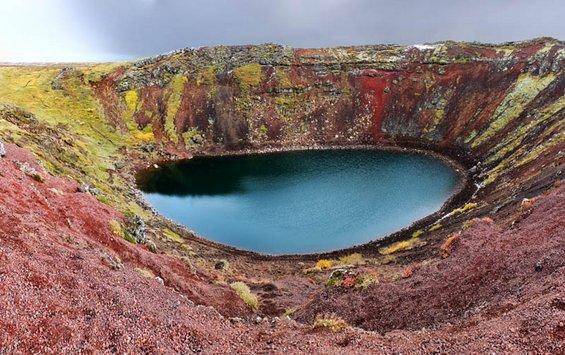 Прекрасни и мистериозни езера кои се формирале во кратери