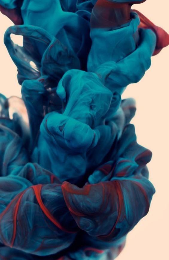 Неверојатни булки од мастило фотографирани под вода