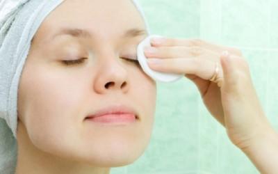 Како да направите домашен тоник за чистење на шминка?