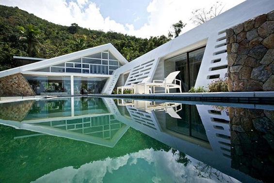 Прекрасна модерна вила во Тајланд