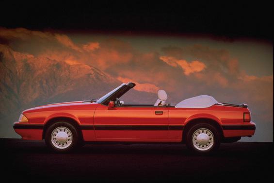 Легендарниот Форд Мустанг низ годините