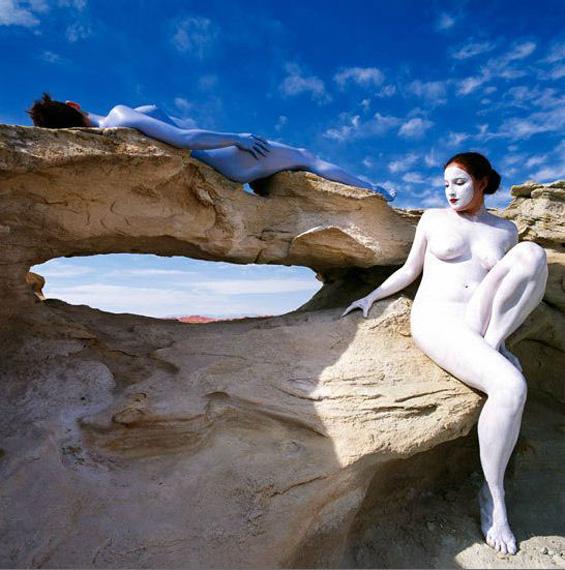 Човечки тела совршено претопени во природата