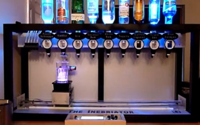 Домашен робот кој прави коктели