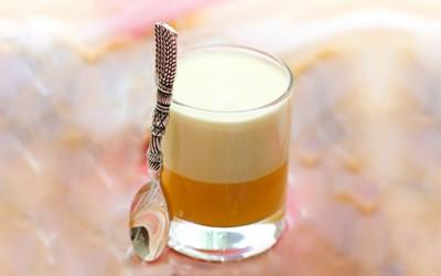 Ледено кафе со вкус на кајсии