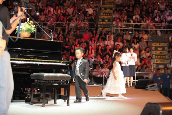 Петгодишно дете растура на пијано