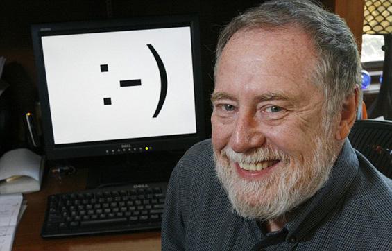 Кој го испратил првото смајли преку интернет?