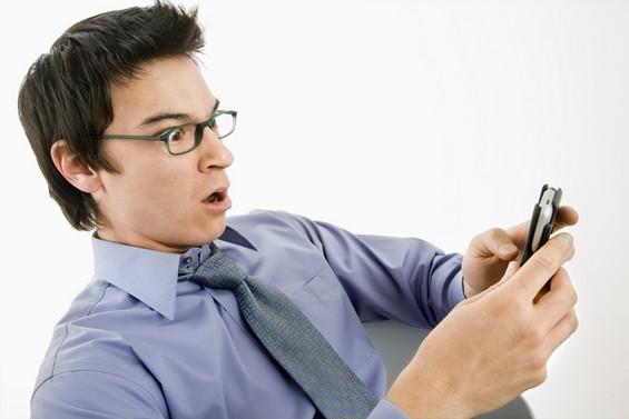 Зошто сите сме зависни од СМС-пораки, Фејсбук, Твитер и Гугл?