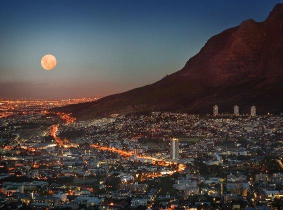 Како изгледа полната Месечина во различни делови од светот