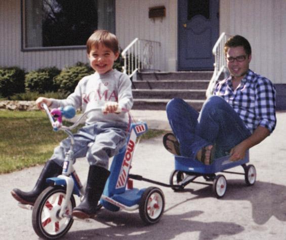 Средба со себеси преку фотографии од детството
