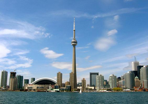 """Чекорење по работ на """"CN Tower"""" во Торонто"""