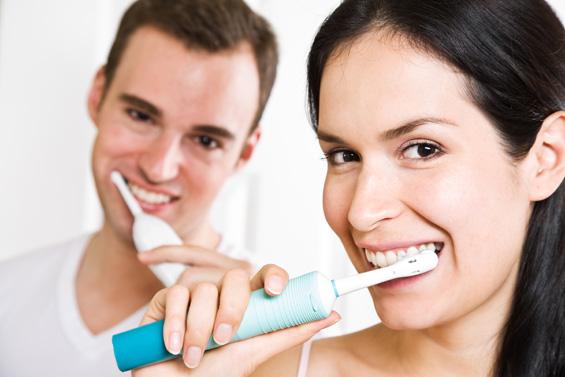 Три намирници кои можат да ви ја заменат четката за заби