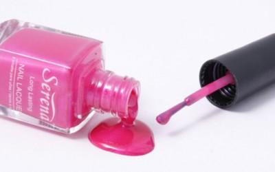 Како да го отстраните лакот за нокти без ацетон?