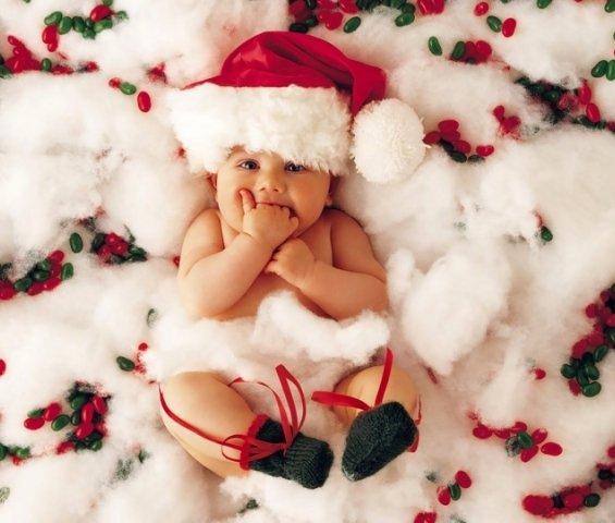Преслатки бебиња облечени во духот на божиќните празници