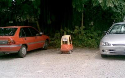 Наместо автомобил паркирале детска количка, зошто им се може!
