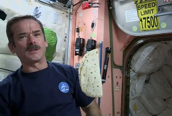 Како да направите сендвич во вселената?