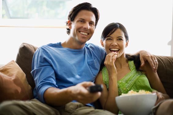 Зошто мажите треба да гледаат романтични комедии?