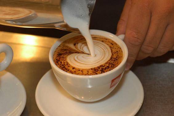 Како да си направите срце во вашето кафе?