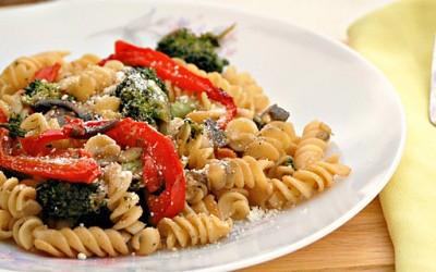 Прекрасни макарони со многу зеленчук