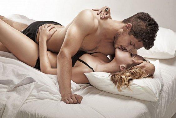 Сексот и вашиот месечен циклус: Како влијаат хормоните врз желбата за секс?