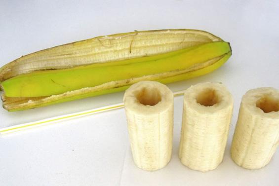 Чоколадни банани полнети со путер од кикирики