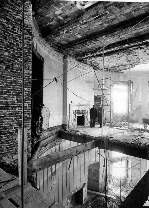 Белата куќа во САД целосно срушена