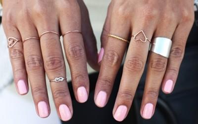 Моден тренд: миди прстени како дискретен детаљ