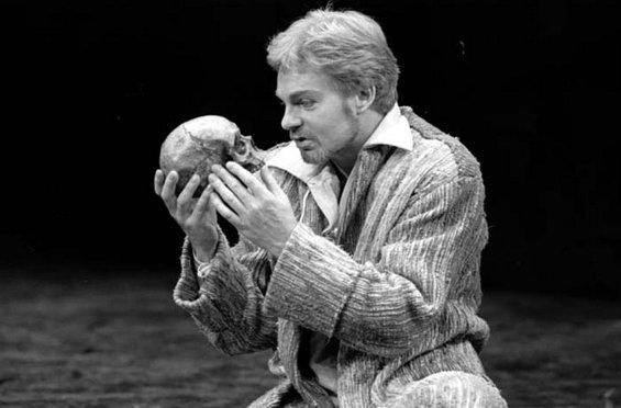 Меланхоличниот лик на Хамлет – убиство, одмазда, трагична љубов