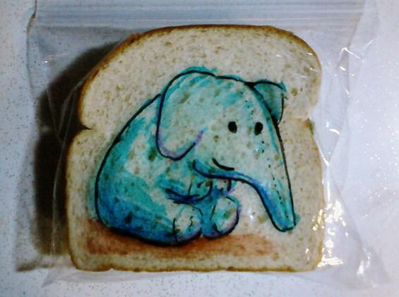 (10) Татко црта забавни цртежи на кесињата за сендвичите на синовите
