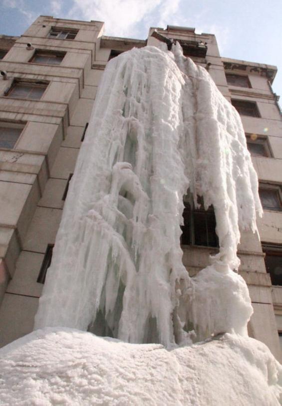 Што ќе се случи доколку ја оставите чешмата пуштена цела зима?