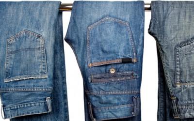 Како да ја зачувате бојата на фармерките