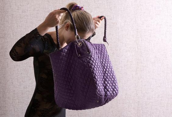 Женската чанта содржи повеќе бактерии од тоалет?