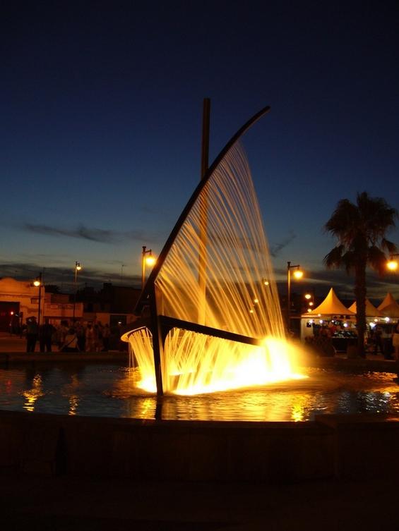 Инспиративна фонтана во облик на брод во Валенсија