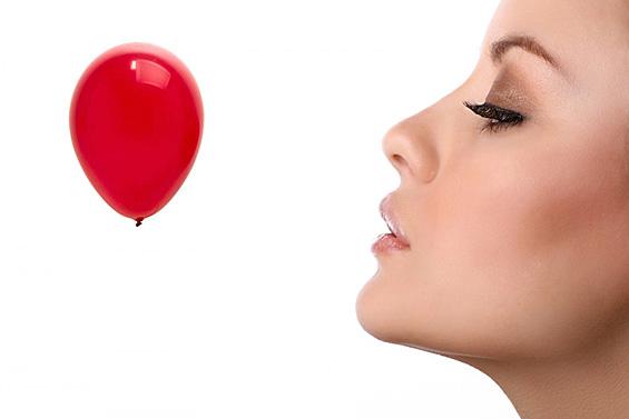 Дали вдишувањето хелиум од балон е забавно или смртоносно?