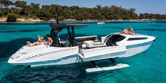 Компактна јахта за луксузно уживање