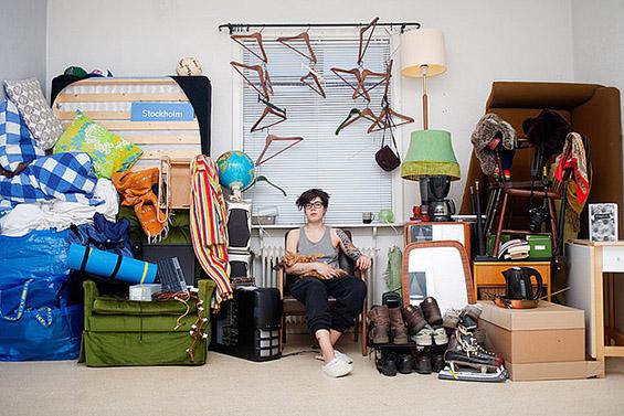 (2) Луѓе фотографирани со сè што поседуваат