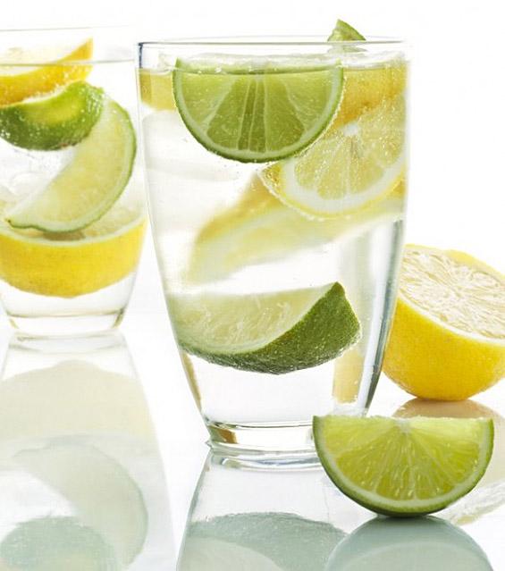 Зошто е добро да се пие топла вода со лимон?