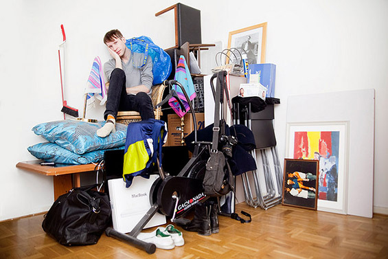 (3) Луѓе фотографирани со сè што поседуваат