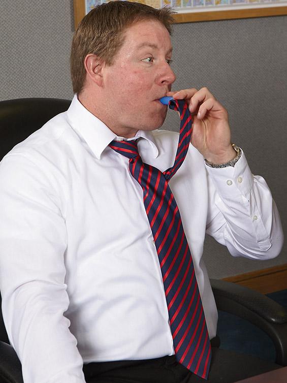 (5) Плоска скриена во вратоврска – зашто пиењето на работа не е баш лесно изводливо ;)
