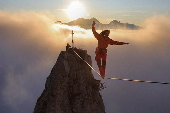 Екстремно одење по јаже. Фотографија на Маркус Страдлер