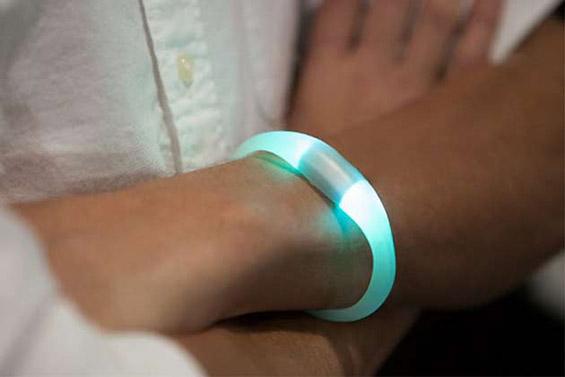 Алка која ги праќа нотификациите од вашиот смартфон на вашиот зглоб