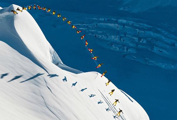 Огромен сноубордерски  скок. Фотографија на  Скот Серфес