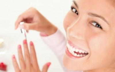 Како побрзо да ви се исуши лакот на ноктите?