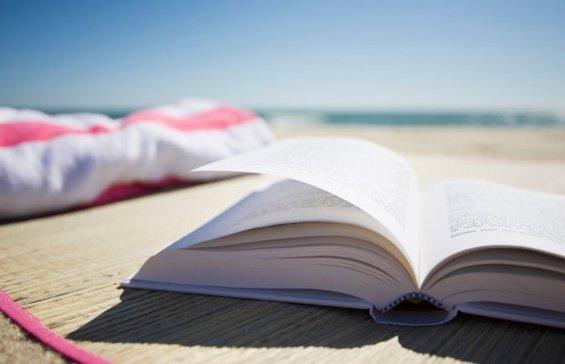 3 книги кои треба да ги понесете со себе на одмор