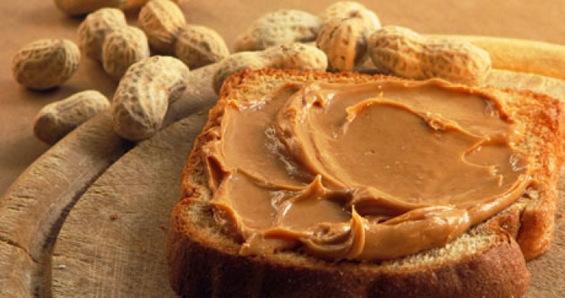 4 причини за да јадете путер од кикиритки